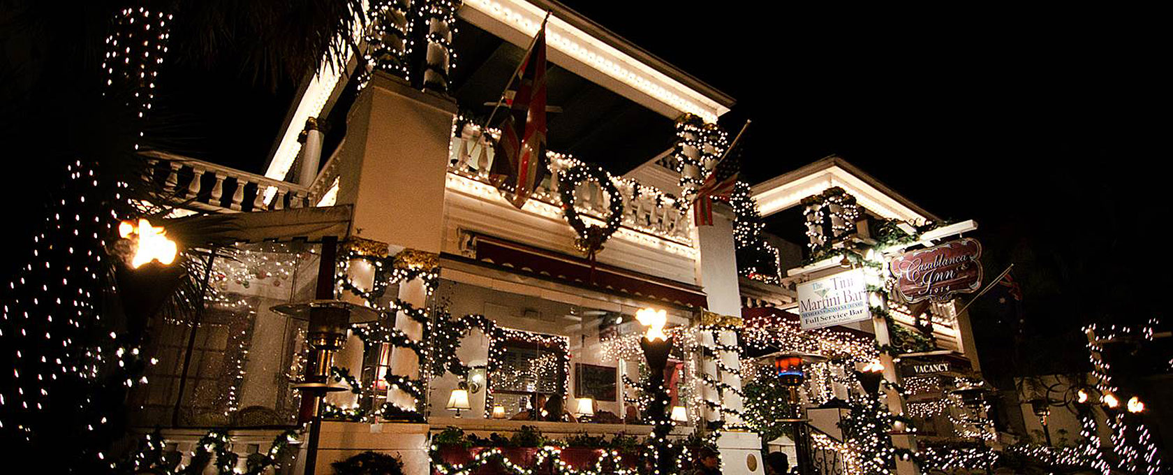 picture of St. Augustine's Casablanca Inn decorated with holiday lights